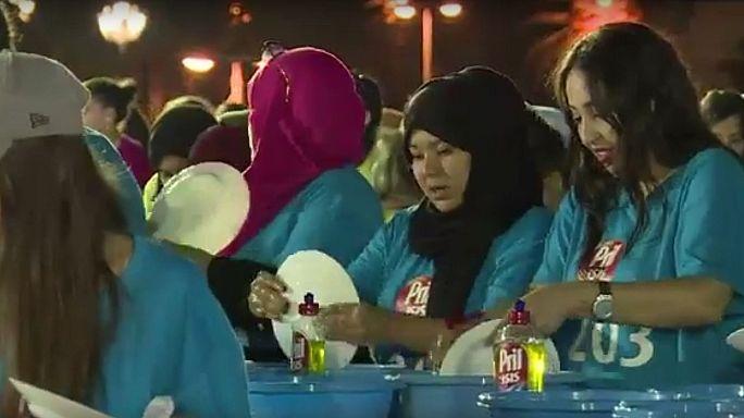 """الجزائر تدخل موسوعة """"غينيس"""" للأرقام القياسية في غسل الأطباق"""