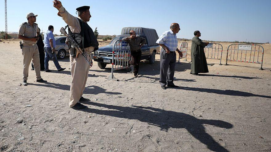 مقتل شرطي واصابة 4 أخرين في انفجار عبوة ناسفة جنوب القاهرة