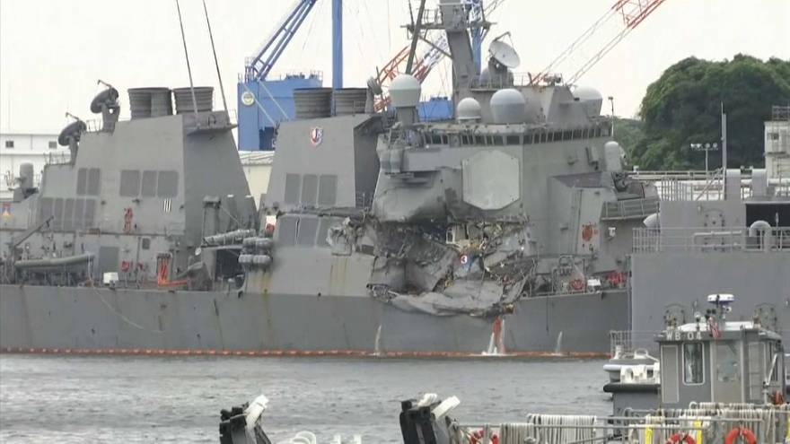 EUA: colisão entre navio de guerra e cargueiro faz 7 mortos