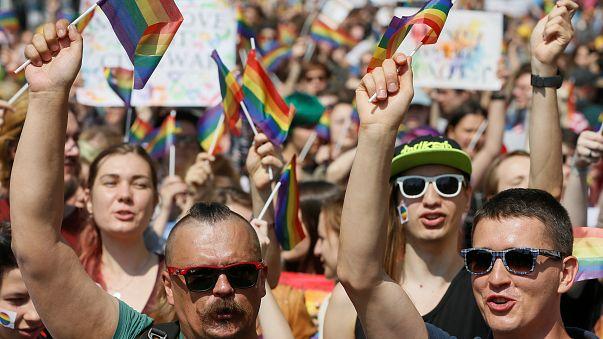 Kiev : 2500 personnes assistent à la gay pride