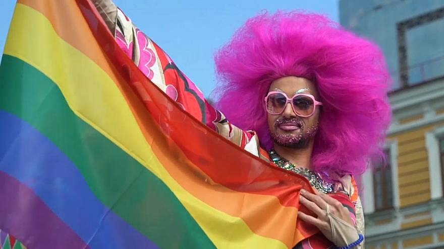 Ukraynalı eşcinseller Kiev caddelerinde yürüdü