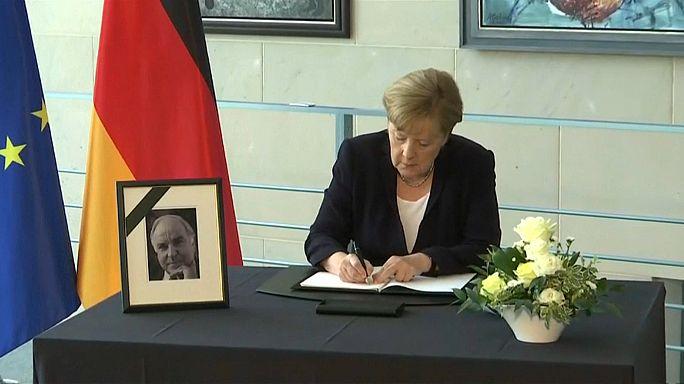 Berlin: Kondolenzbücher für Kohl