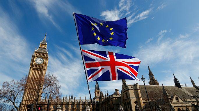 London bleibt unmittelbar vor Brexit-Verhandlungen hart