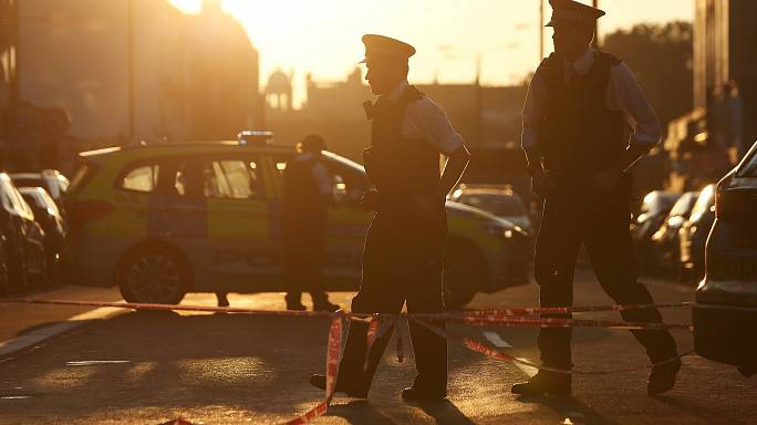Londra: furgone sulla folla all'uscita della moschea