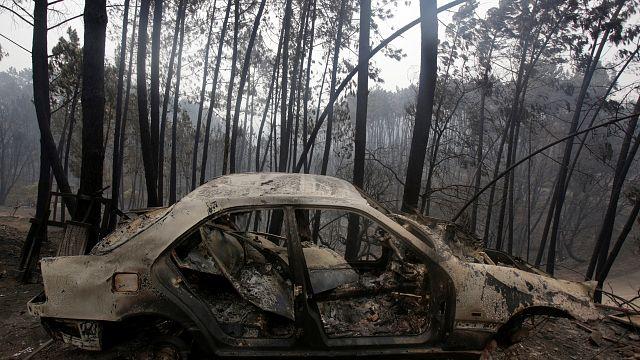 Még mindig oltják a tüzet Portugáliában