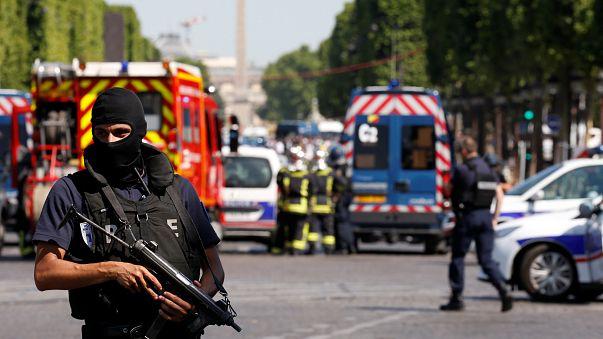 """Paris: """"Attentatsversuch"""" auf den Champs-Elysées"""
