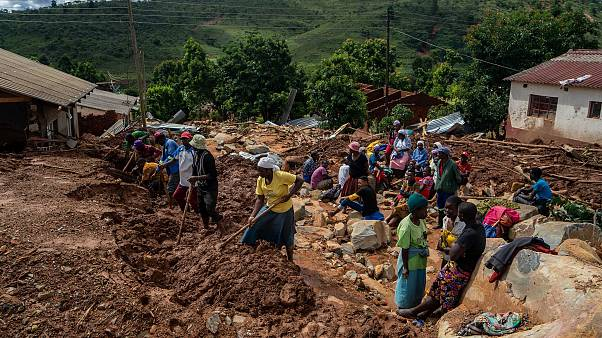 Image: Residents search for bodies on March 19, 2019 in Ngangu township of