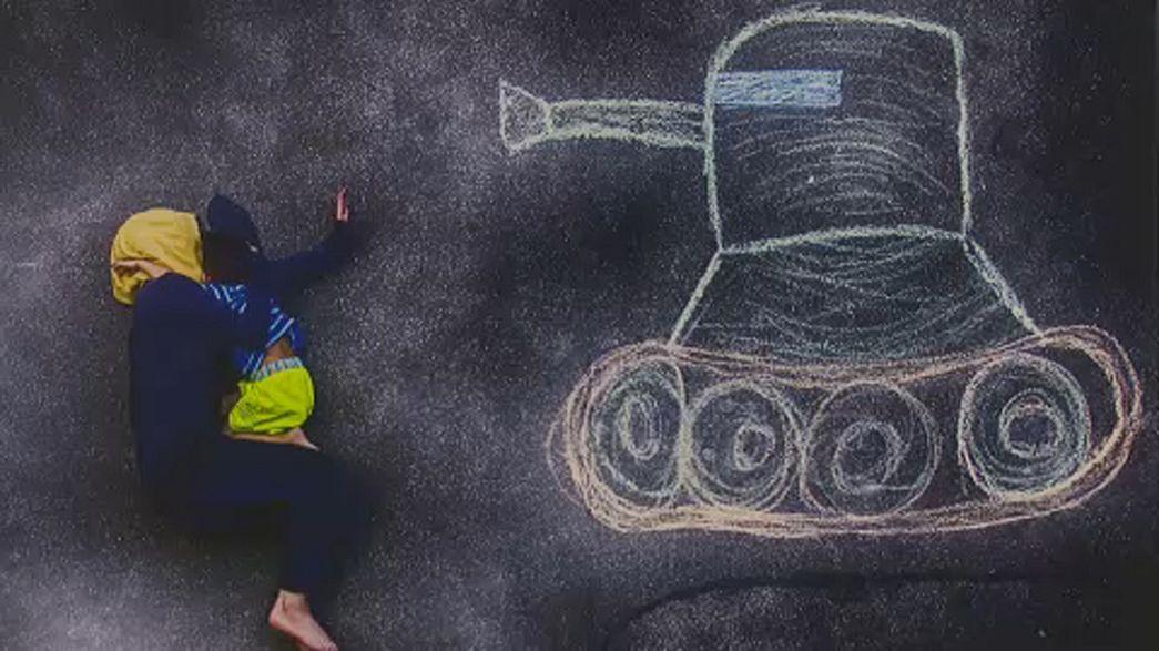 Porig rombolt gyermekkor - kiállítás Budapesten