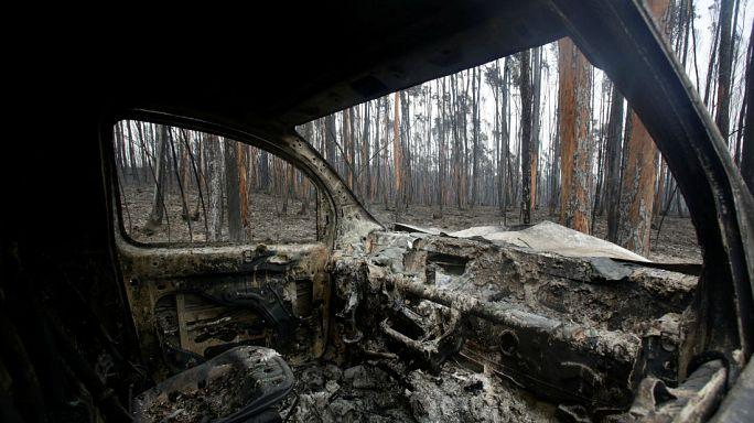 Yangına araçlarının içinde yakalandılar