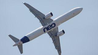 Kevesebb repülőt vesznek Párizsban
