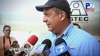 رئيس كوستاريكا  يلتهم حشرة الدبور بطريقة عفوية