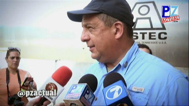 Costarica, incidente in diretta: il Presidente ingoia una vespa
