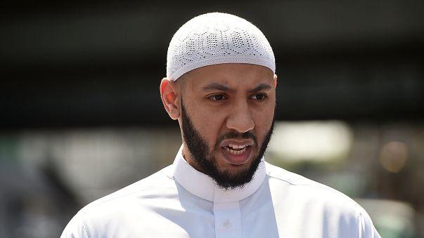 """عملية دهس المصلين: الإمام البطل يصيح:""""اتركوا القاتل سنسلمه للشرطة"""""""