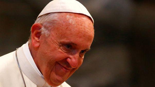 Il Papa Francesco rende omaggio alle tombe di Don Mazzolari e Don Milani