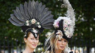 """Η """"εκκεντρική"""" παρέλαση των καπέλων του Άσκοτ"""