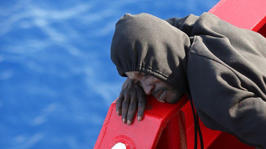 Video: Hunderte Migranten vor Italien gerettet