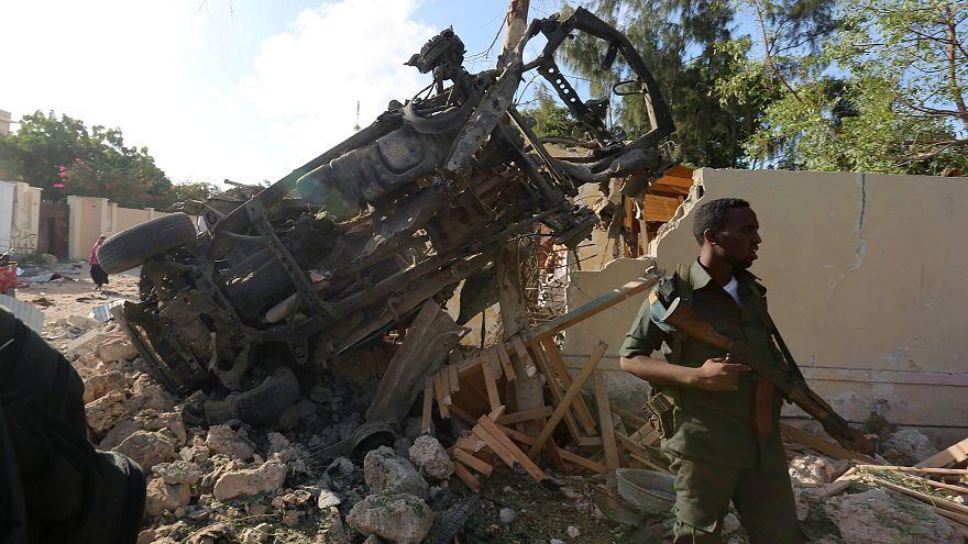 مقتل 10 أشخاص في اعتداء بسيارة مفخخة في مقديشو
