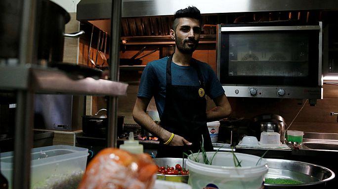 AB iş konusunda mültecilere nasıl yardımcı oluyor ?