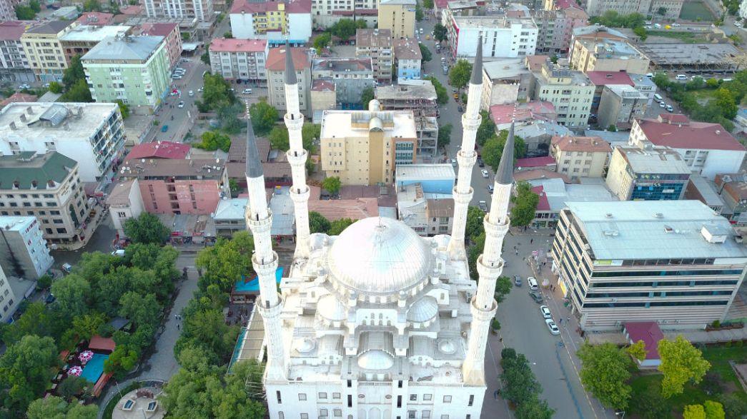 مدينة واحدة بأذانين للإفطار في رمضان