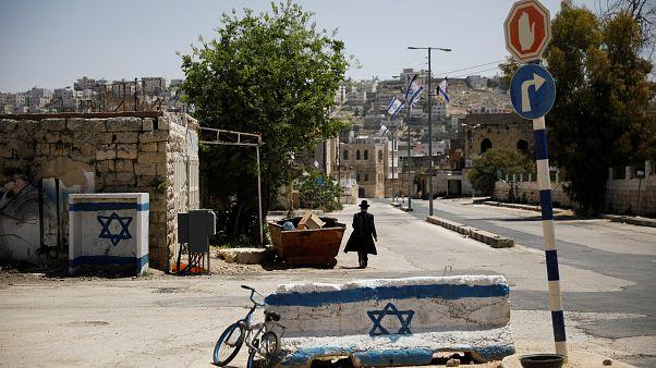 الجيش الإسرائيلي يقتل شابا فلسطينيا يقول أنه حاول طعن جنود