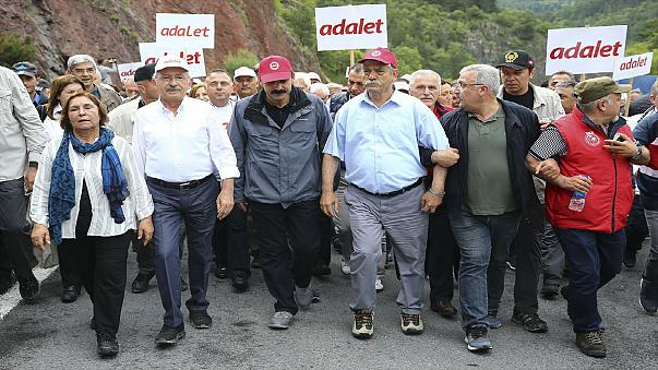 """Kılıçdaroğlu: """"Hakimlere talimat verdiğini ispat edersem onurunla istifa edecek misin?"""""""