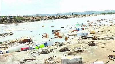 Kinshasa chokes in plastic waste