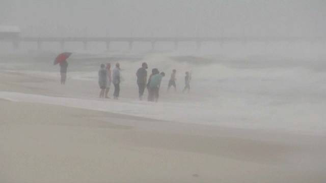 """17 Millionen Menschen betroffen: """"Cindy"""" fegt über Golfküste der USA"""