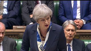 Theresa May pede desculpa aos sinistrados da torre Grenfell