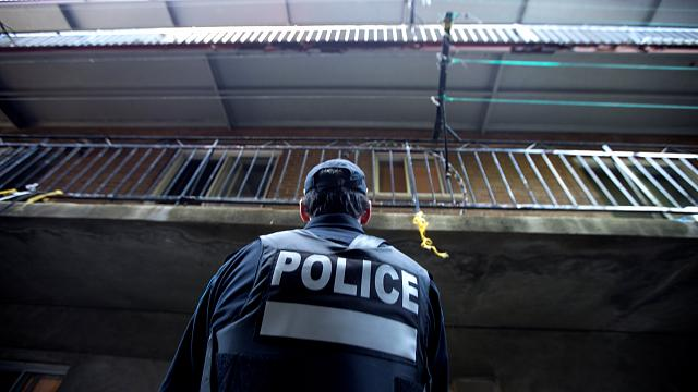 Nyakba szúrtak egy rendőrt Michigan államban