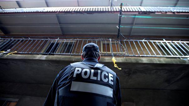 عمر فتوحي كندي -تونسي يطعن شرطياً رداً على عمليات القتل في سوريا والعراق وافغانستان