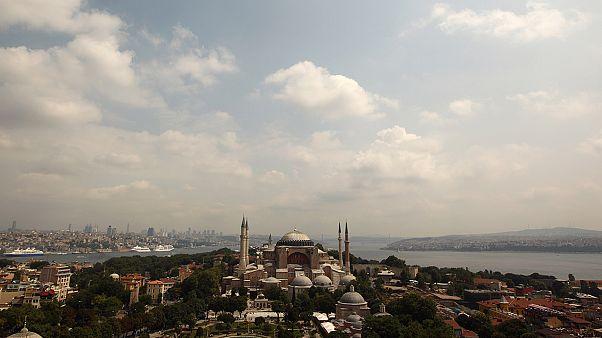 Ανέγνωσαν και πάλι το κοράνι μέσα στην Αγία Σοφία – Νέα πρόκληση των Τούρκων