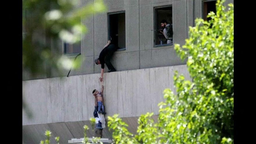 Terrortámadás közben készült kép ad reményt a beteg kisfiúnak