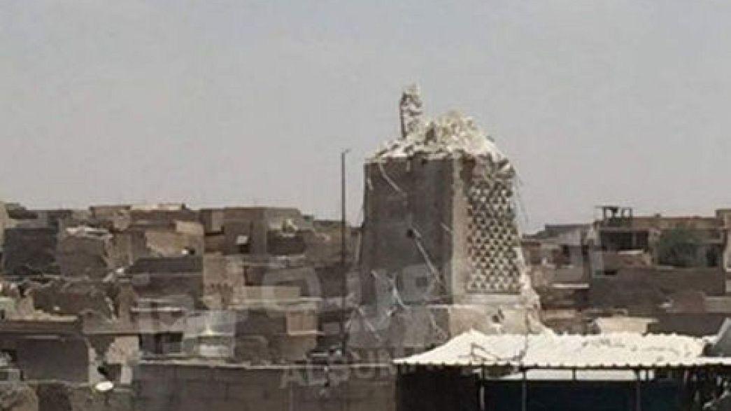 La batalla de Mosul destruye su minarete milenario