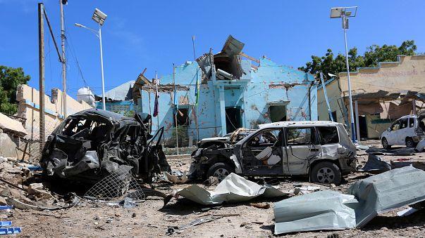 Deadly car bomb hits police station in Somalia