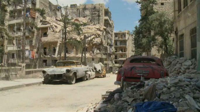 Veterán autók a romok között