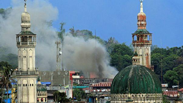 Filipinler'deki çatışmalarda ölü sayısı 350'yi aştı