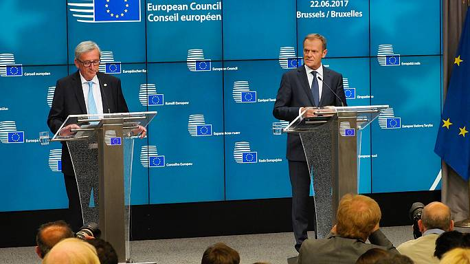 Líderes da UE aprovam estrutura permanente de cooperação na defesa