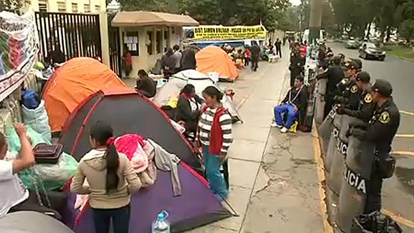 Peruanos protestam contra poluição mineira