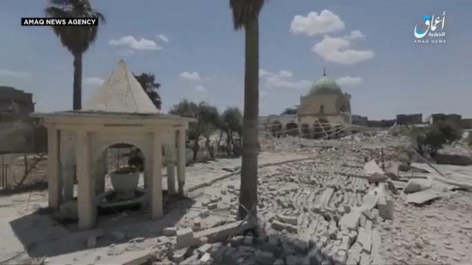 A lerombolt mecsetről tett közzé videót az Iszlám Állam