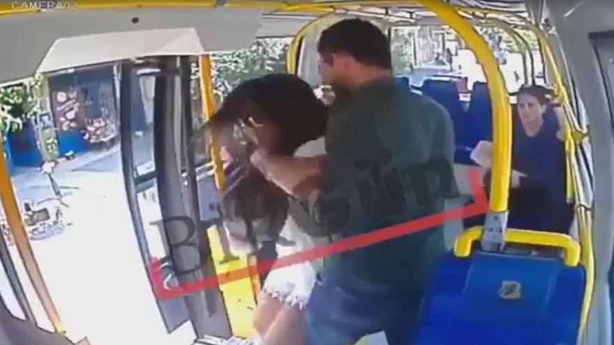 "Video: Mädchen wegen ""knapper Hose"" in Türkei angegriffen"