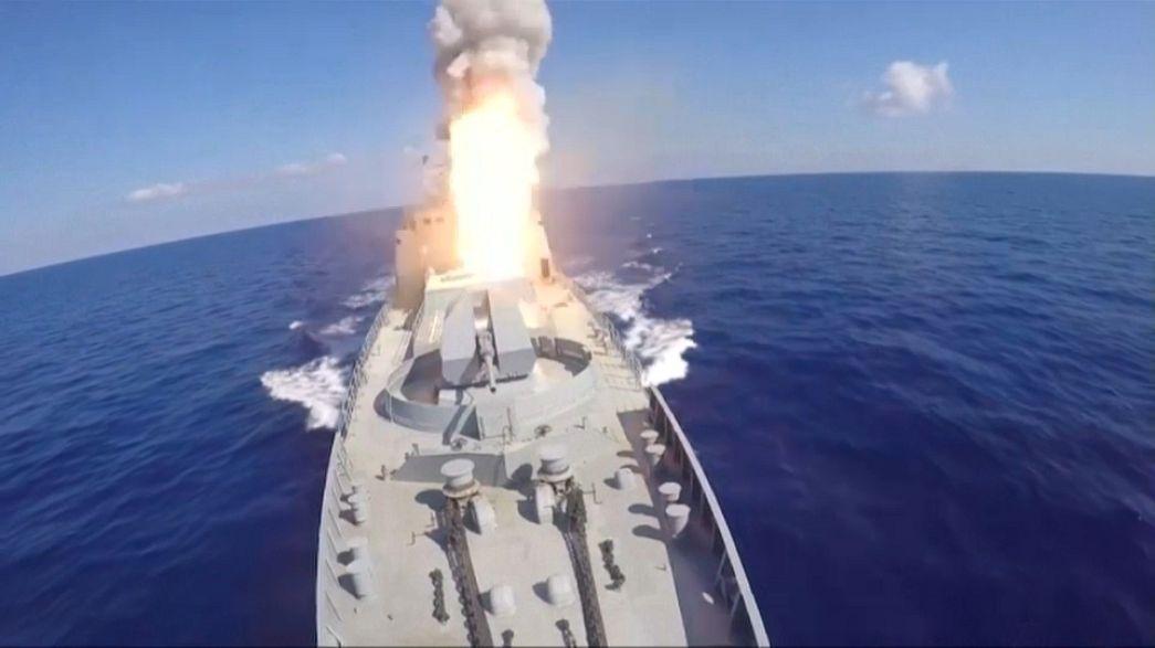 Marinha ataca alvos do EI na Síria