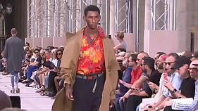 Moda hawaiana en un desfile de Louis Vuitton en París