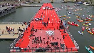 Paris-2024 : une piste d'athlétisme sur la Seine