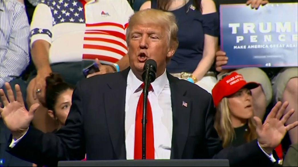 """Trump propone construir un """"muro solar"""" en la frontera entre EEUU y México"""