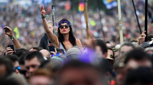 Ενός λεπτού σιγή στο Φεστιβάλ του Γκλάστονμπερι