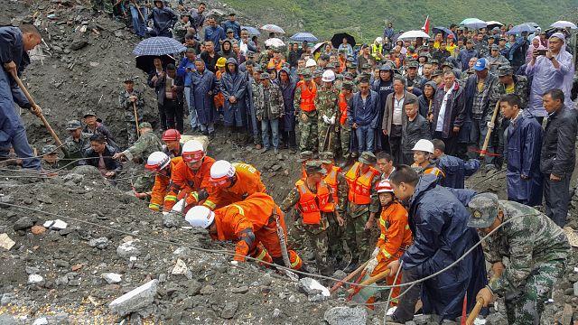 China: cerca de cien personas sepultadas por un deslizamiento de tierra