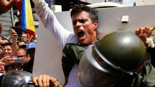 Leopoldo López diz ser vítima de tortura na prisão