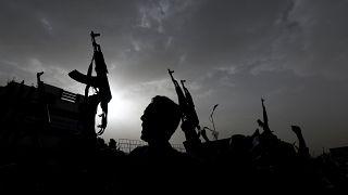 Iemenitas atingidos por guerra e cólera