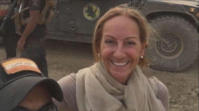 وفاة الصحفية الفرنسية فيرونيك روبير متأثرة بإصابتها في الموصل