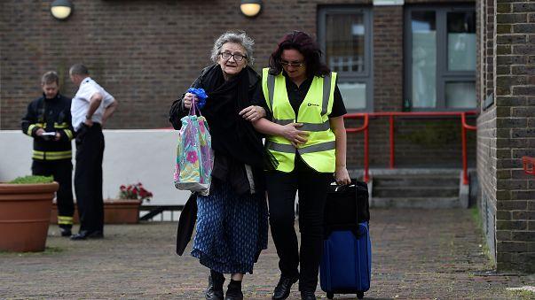 4000 Bewohner verlassen Londoner Wohntürme wegen Feuergefahr